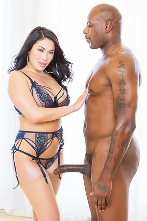 Latin babe pleasuring black dick