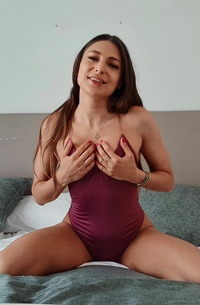 Horny Talia Mint Sucking Dildo
