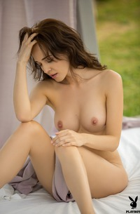 Bianka Helen Showing Her Shaven Pussy