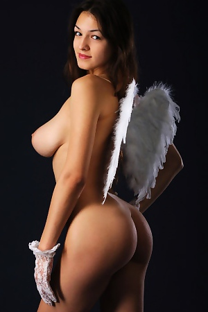 Sofi A Natural Busty Angel