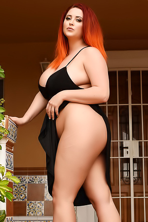 Lucy Vixen and her amazing curves