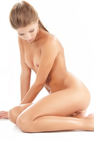 Flexible skinny blonde Sofia