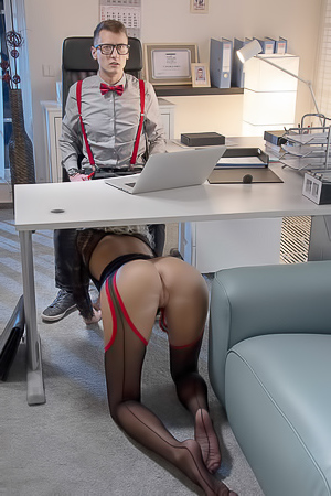 Karol gives blowjob in office