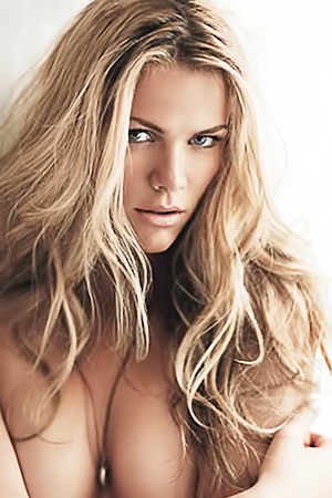 Nude celeb Brooklyn Decker