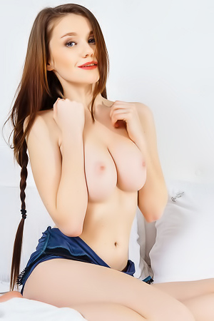 Naked Emily Bloom with natural boobs