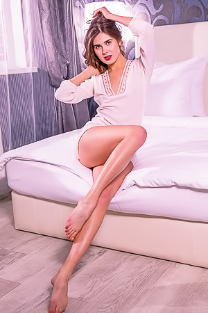 Luna Pica shows sexy long legs