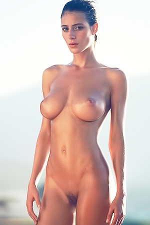 Natural busty playmate Alejandra Guilmant
