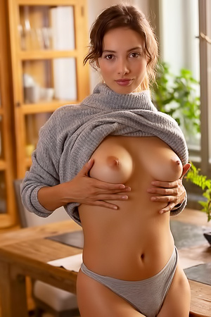 Calypso Muse Presents Her Amazing Nude Body