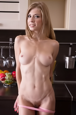 Eva Gold With Nude Athletic Body