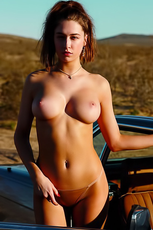 Big boobed hottie Elsie Hewitt takes off her jeans
