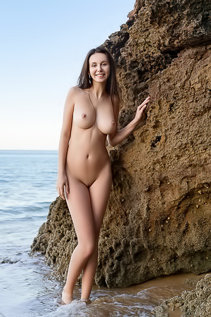 Alisa I Nude In A Secret Cove