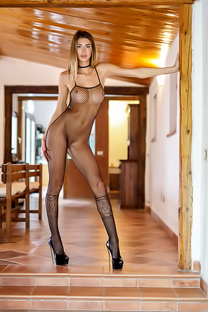 Leggy Babe Claudia - State of Grace