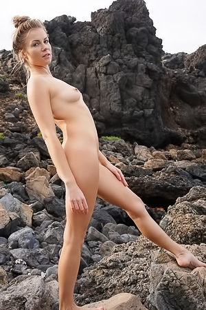Kamila Joanna hits the beach, surfs and gets naked