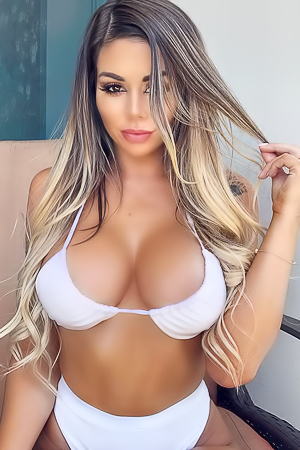 Latest and downright hot pictures of Juli Annee