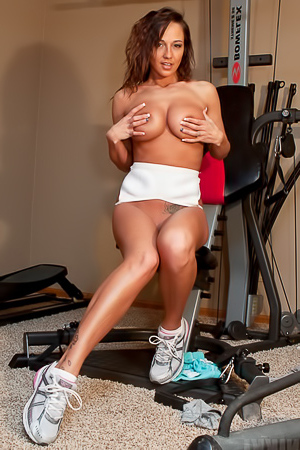 Nikki Sims In The Gym