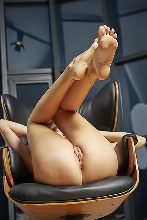 Regina loves to spread her legs