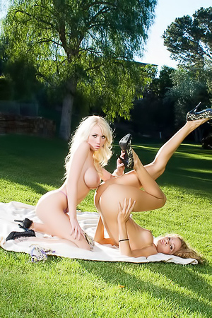 Prinzzess Felicity Jade having fun in the park with Madison Scott