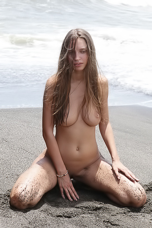 Elin Rolling In The Sand Sexy At Outdoor Nudity