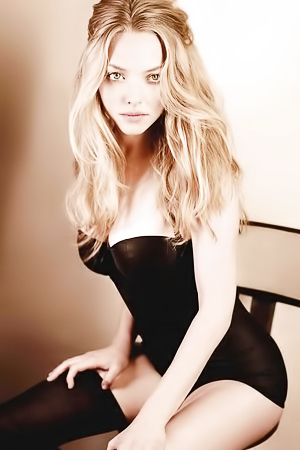 Paparazzi caught Amanda Seyfried pantyless