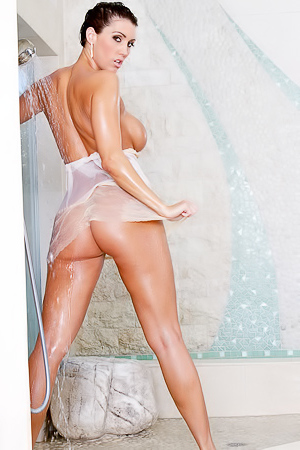 Dylan Ryder Takes A Shower